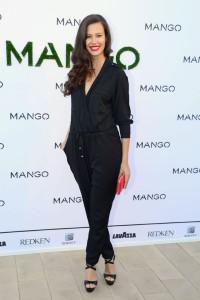 Michelle_de_Carvalho_mango_front_row_01