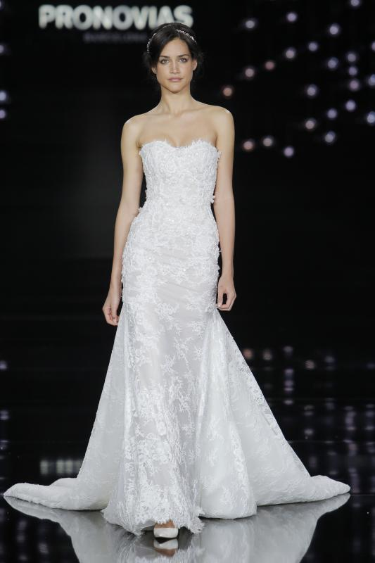 evelyn_yanez_pronovias_barcelona_bridal_week_2016_01