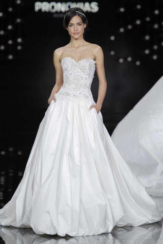 evelyn_yanez_pronovias_barcelona_bridal_week_2016_02