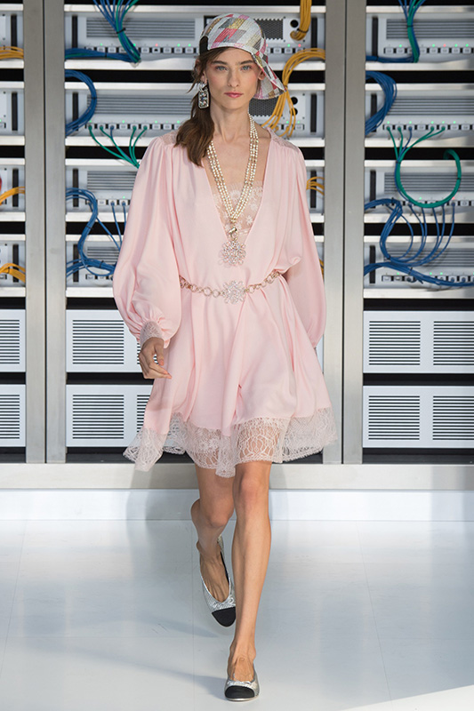 caroline_thaler_chanel_paris_ss17_paris_01