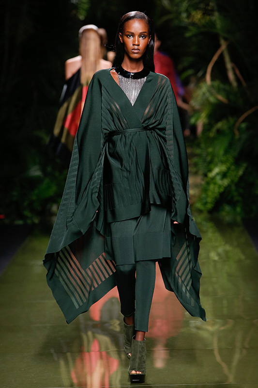 leila_nda_balmain_paris_ss17_paris_02