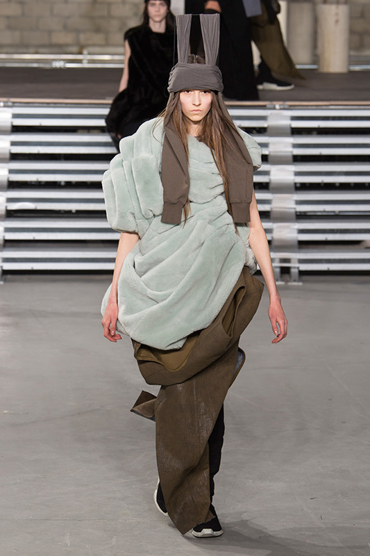 monika_rush_rick_owens_paris_fw1718_01