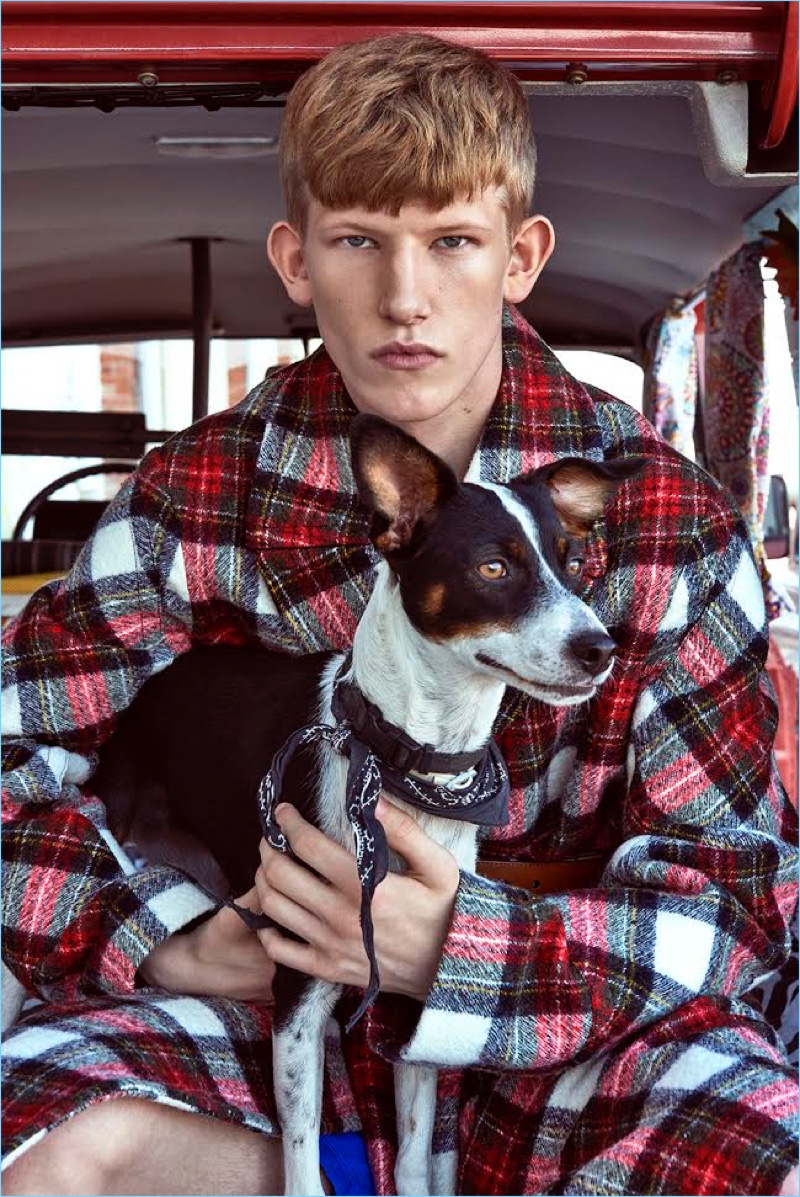 Connor-Newall-2017-Editorial-GQ-Portugal-002