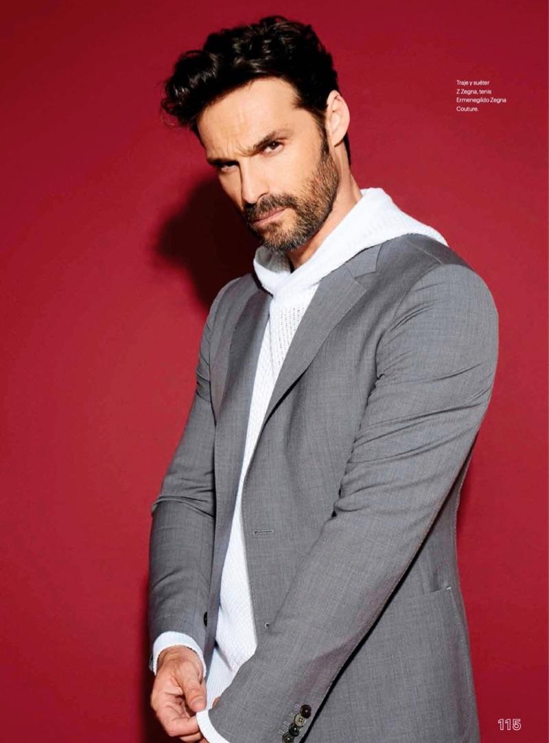Ivan-Sanchez-2019-Esquire-Mexico-Cover-Photo-Shoot-006